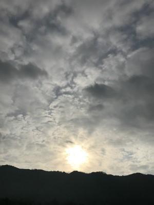 モノトーンの空