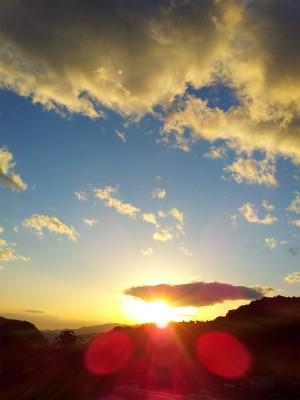 陽が沈む空